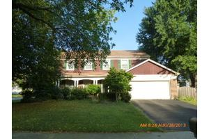 2125 Countryside Cir, Naperville, IL 60565