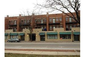 210 N Cass Ave Apt 10, Westmont, IL 60559