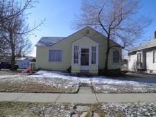621 Park St, Thermopolis, WY 82443
