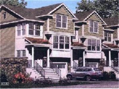 105 Woodland Hills Dr, Trumbull, CT