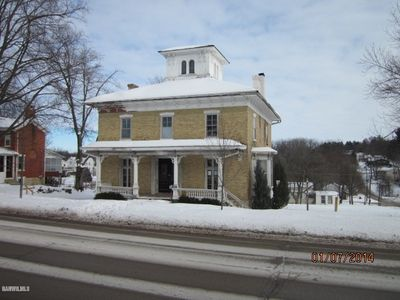 105 N Clay St, Mount Carroll, IL