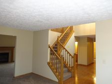 452 Crestmoore Dr, Groveport, OH 43125