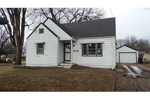7129 Airline Ave, Urbandale, IA 50322