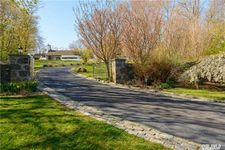 44 Sterling Ln, Sands Point, NY 11050