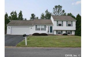 5177 Novara Ln, Clay, NY 13041