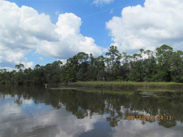 8188 fish camp rd milton fl 32583 home for sale and for Fish camps for sale in florida