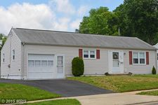 902 Whiteway Ave, Laurel, MD 20707