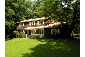 42 Valley Crest Rd, Clinton Twp., NJ 08801