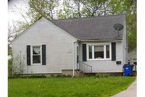 2923 Iowa Ave SE, Cedar Rapids, IA 52403
