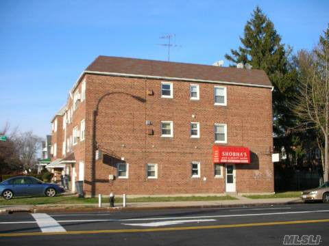 8359 264th St, Floral Park, NY 11004
