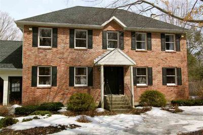 62 Red Oak Ln, Rensselaer, NY