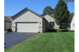 1104 Shadow Ridge Dr, Niles, OH