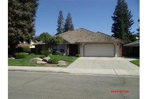 2391 Sophia Ln, Kingsburg, CA 93631