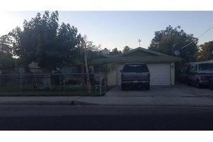 920 6th St, Bakersfield, CA 93304