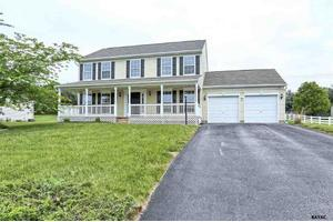 80 Woodsview Dr, Red Lion, PA 17356