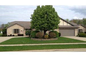 114 Old Carriage Dr, Englewood, OH 45322