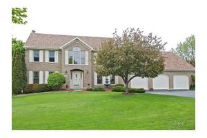 512 Greens View Dr, Algonquin, IL 60102