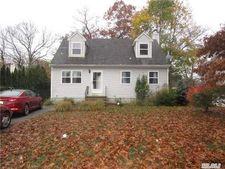 34 Rose Ln, Medford, NY 11763