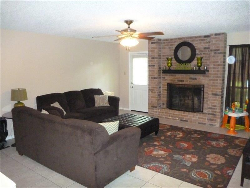 301 Forest Oaks Ln, Lake Jackson, TX 77566