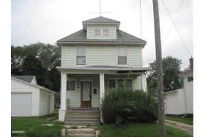 602 S Ottawa Ave, Freeport, IL 61032