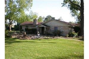 162 Sycamore Ln, Livingston, TX 77351