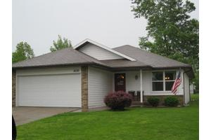 1630 N Lone Pine Ave, Springfield, MO 65803