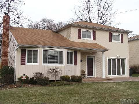 2182 Wantagh Park Dr, Wantagh, NY 11793