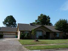 905 Friars Ln, Baytown, TX 77521