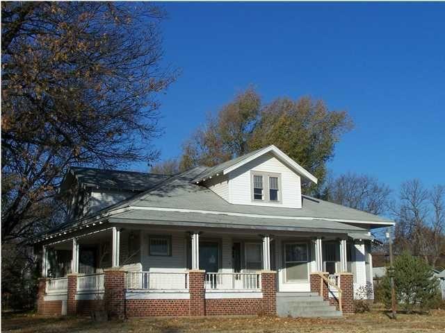 423 S Chestnut St, Douglass, KS 67039