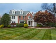 15 Valley Stream Dr, Cumberland, RI 02864