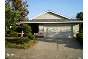 6730 Fairfield Dr, Santa Rosa, CA 95409