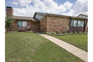 3710 Standridge Dr, Carrollton, TX 75007