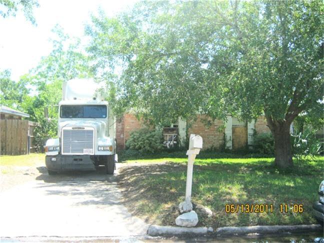 13415 Ambrose St, Houston, TX 77045