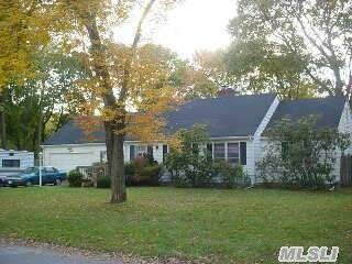 15 Woodlawn Ave, Central Islip, NY