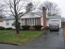 18 Vermont Ave, Rumford, RI 02916