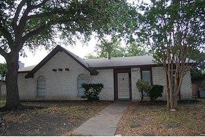 2829 Robin Hill Ln, Garland, TX 75044