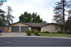 1066 Mountain View Dr, Lindsay, CA 93247