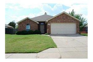 516 Birch St, Crowley, TX 76036