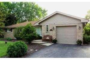 4142 Downers Dr, Downers Grove, IL 60515