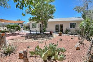 524 Mission Ave NE, Albuquerque, NM 87107