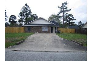615 Oak St, Hinesville, GA 31313