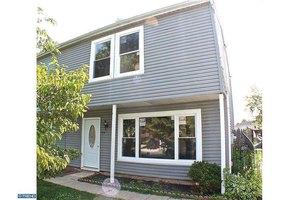 39 Farmhouse Rd, Sicklerville, NJ 08081