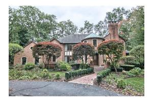 263 Chestnut Cir, Bloomfield Hills, MI 48304