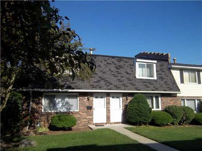 2 Stoneledge Ct, Williamsville, NY