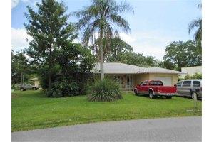 502 Poinsettia Rd, Nokomis, FL 34275