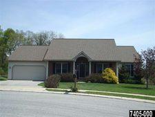122 Summer House Ln, York, PA 17408