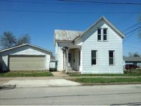 918 S 9th St, Quincy, IL 62301