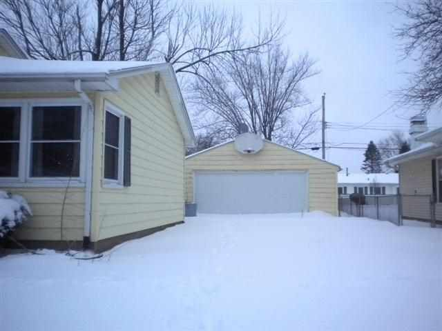554 32nd Ave, East Moline, IL 61244