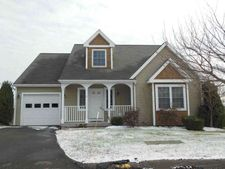 6 Early Dawn Cir, Bloomfield, CT 06002