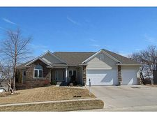 438 Sunset Dr, Fairfax, IA 52228